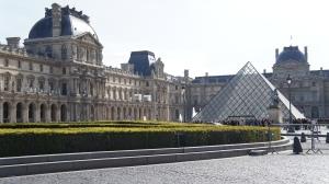 Лувр не требует дополнительных представлений