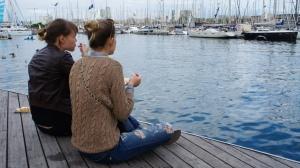 На набережной Барселоны самое милое дело - есть вафли с таким видом